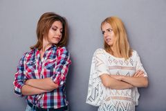 Dwa dziewczyna przyjaciół bełt obrazy royalty free