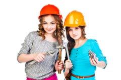 Dwa dziewczyny w budowa hełmach Zdjęcie Royalty Free