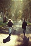 Dwa dziewczyny w lesie Fotografia Stock