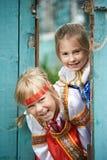 Dwa dziewczyny w Rosyjskich krajowych kostiumach Zdjęcia Royalty Free