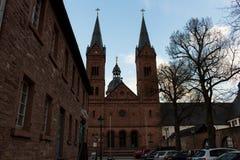 Dwa dzwonkowego wierza przy kościół -3 Zdjęcia Royalty Free