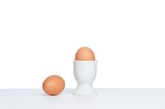 Dwa egs i jajecznej filiżanka Fotografia Royalty Free