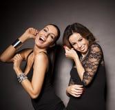 Dwa eleganckiej partyjnej dziewczyny Obrazy Royalty Free