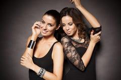 Dwa eleganckiej partyjnej dziewczyny Zdjęcia Royalty Free