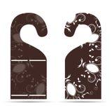 Dwa etykietki na drzwiowego wieszaka ornamencie z brązem z bielem ilustracja wektor