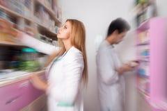 Dwa farmaceut gmeranie, medycyny pojęcie Zdjęcie Royalty Free