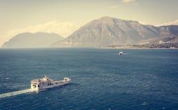 Dwa ferryboats żegluje w kierunku each inny Obrazy Stock