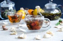 Dwa filiżanki zielenieją oolong herbaty szkło fotografia royalty free