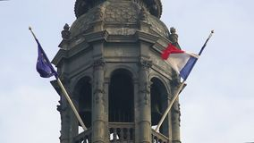 Dwa flaga UE i Francja falowanie w wiatrze, przyjaźń, patriotyzm, turystyka zbiory