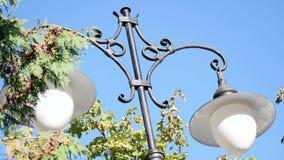 Dwa forged lampion na nieba tle zdjęcie wideo