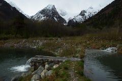 Dwa góry w śniegu i jeziora Obraz Stock