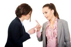 Dwa gniewnego businesswomans Zdjęcia Royalty Free