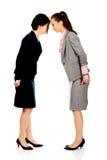 Dwa gniewnego businesswomans twarz w twarz Fotografia Stock