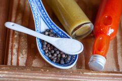 Dwa gorących kumberlandy, sól i pieprzu różnych, Zdjęcie Stock