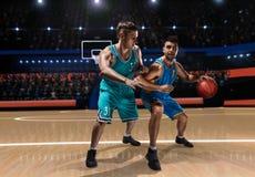 Dwa gracza koszykówki podczas potyczki Obraz Royalty Free