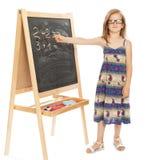 Dwa i twoGirl przy szkolnym blackboard Zdjęcie Royalty Free