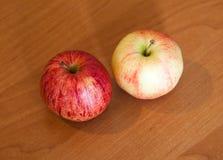 dwa jabłka Zdjęcia Stock