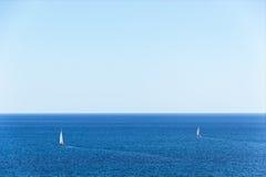 Dwa jachtu na wysokich morzach Obrazy Royalty Free