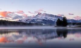 Dwa Jack jezioro w Banff parku narodowym Obraz Stock
