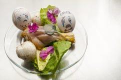Dwa jajka płacze przy chicken& x27; s pogrzeb Zdjęcie Royalty Free