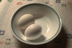 Dwa jajka w pucharze obrazy royalty free