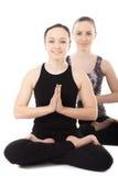 Dwa jog kobiety partnera w joga Lotosowej pozie Zdjęcia Stock