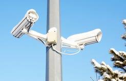 Dwa kamery bezpieczeństwa w zimie Zdjęcia Stock