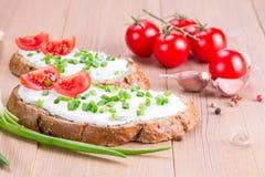 Dwa kanapki z kremowym serem zdjęcia royalty free