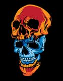 dwa kawałka błękitna i pomarańczowa czaszki głowa w ciemnym tle Obraz Royalty Free