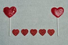 Dwa kierowego kształta lizaka z rzędem błyskotliwość serca Fotografia Royalty Free