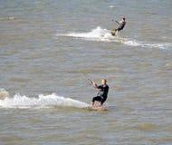Dwa kitesurfers Zdjęcie Stock