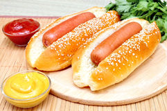 Dwa klasyków hot dog Zdjęcia Royalty Free