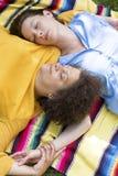 Dwa kobiet lying on the beach na koc obraz royalty free