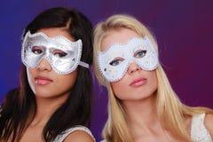 Dwa kobiet twarz z karnawałowymi venetian maskami Obrazy Royalty Free