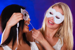Dwa kobiet twarz z karnawałowymi venetian maskami Zdjęcie Royalty Free