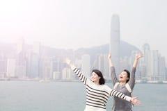 Dwa kobieta uwalnia gesty Obrazy Stock