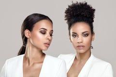 Dwa kobiety elegancki afrykański pozować Zdjęcia Stock