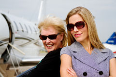 Dwa kobiety excited o locie Obrazy Royalty Free