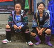 Dwa kobiety są siedzieć plenerowy w Sa Pa, Wietnam Obrazy Royalty Free