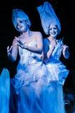 Dwa kobiety target579_0_ jako żywe statuy przy festiwalem Fotografia Royalty Free