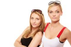 Dwa kobiety w lato okularów przeciwsłonecznych odzieżowym portrecie Obraz Royalty Free