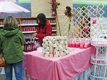 Dwa kobiety w Tradycyjnym jarmarku w południe Chile obraz stock