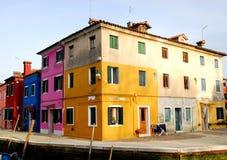 Dwa koloru Włochy i innego kolorowego Burano Wenecja teren Zdjęcie Stock