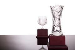 Dwa krystalicznego trofeum z ostrością na wazowym trofeum przy przedpolem Obrazy Royalty Free