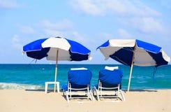 Dwa krzesła na piasek plaży fotografia royalty free