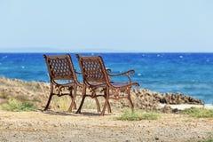 Dwa krzesła są na plaży Cypr Obraz Stock