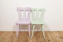 Dwa krzesła w pokoju zdjęcie stock