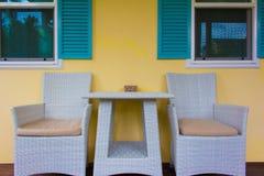 Dwa krzesła przy przodem dom Zdjęcie Royalty Free