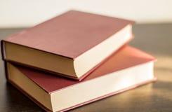 Dwa książki na drewno stole Obrazy Royalty Free