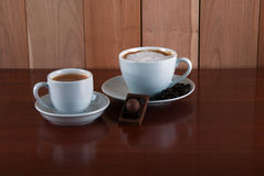 dwa kubki Kawa i czekolada Kawa espresso i cappuccin Zdjęcie Stock
